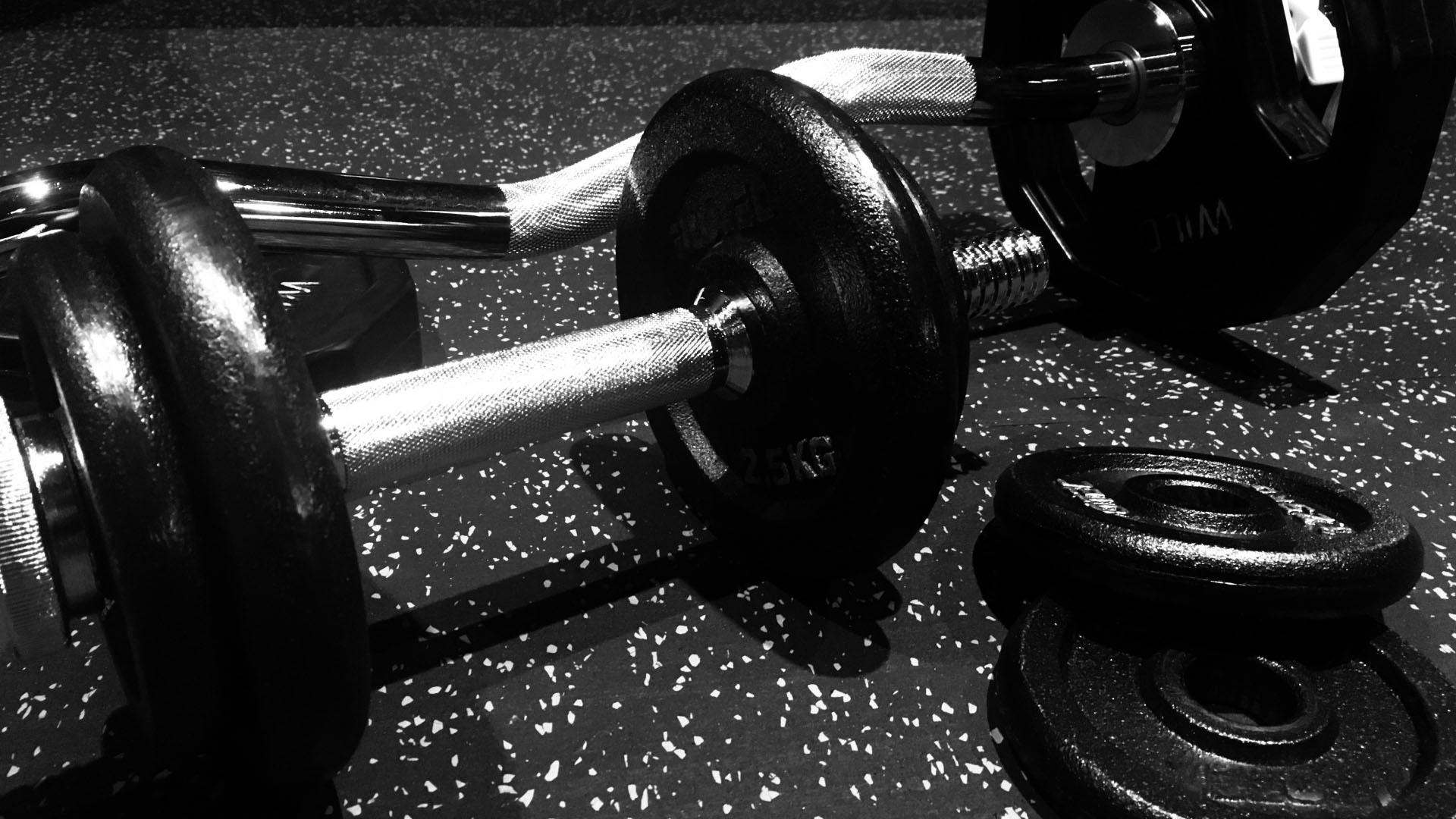 【ダンベル&ベンチ】おすすめの筋トレ器具を紹介!!安くても筋肉はつく!