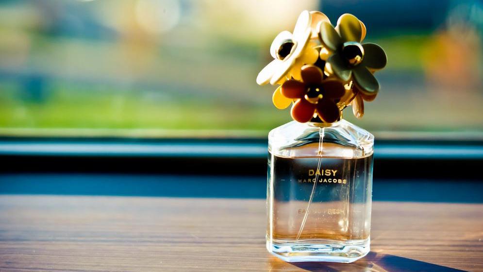 【メンズ】おすすめのフローラル系香水7選!ユニセックスで使える甘くて爽やか系を紹介!