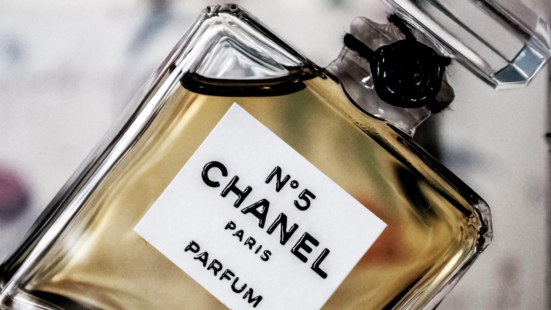 【メンズ】おすすめのシャネルの香水ランキングTOP8!セクシーな香りをまとう男へ。